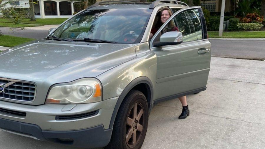 Marta+Hadlock+entering+her+car